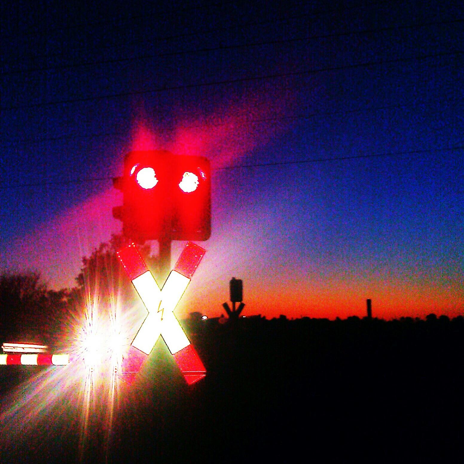 Herbstabend am Bahnübergang