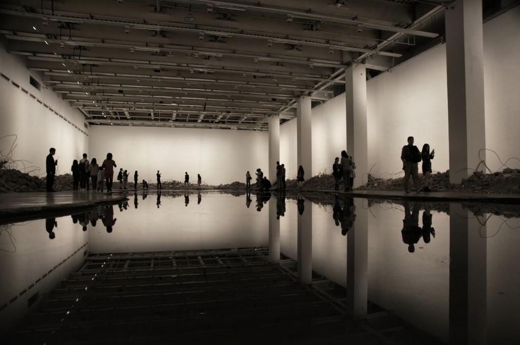 Ein See mit 20.000 Liter Tinte im Museum