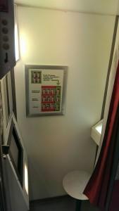 Im Passfotoautomaten: Am unangenehmsten der eiskalte Sitz (im November)