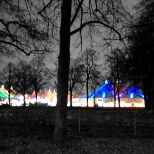 Bunte Zelte im Münchner Winternebel: Winter-Tollwood 2014
