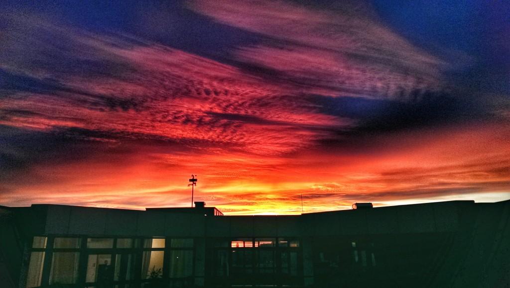 Sonnenuntergang vom Bürodach am Montag