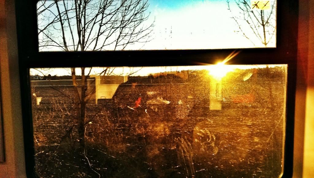 Sonnenaufgang aus der S-Bahn am Montag
