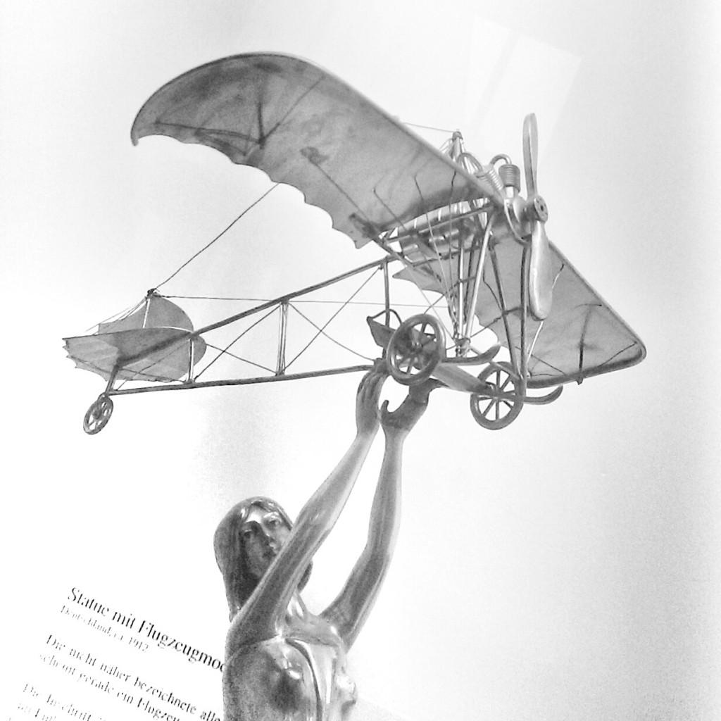 Allegorische Fliegerstatue von 1912