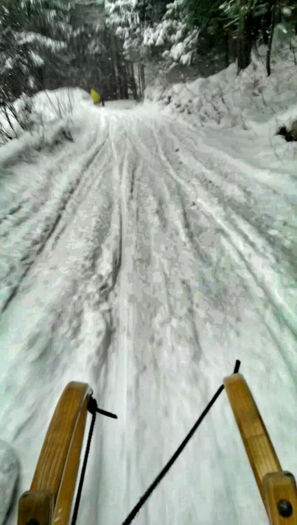 Rodel mit mehr Schnee von der Hochplatte