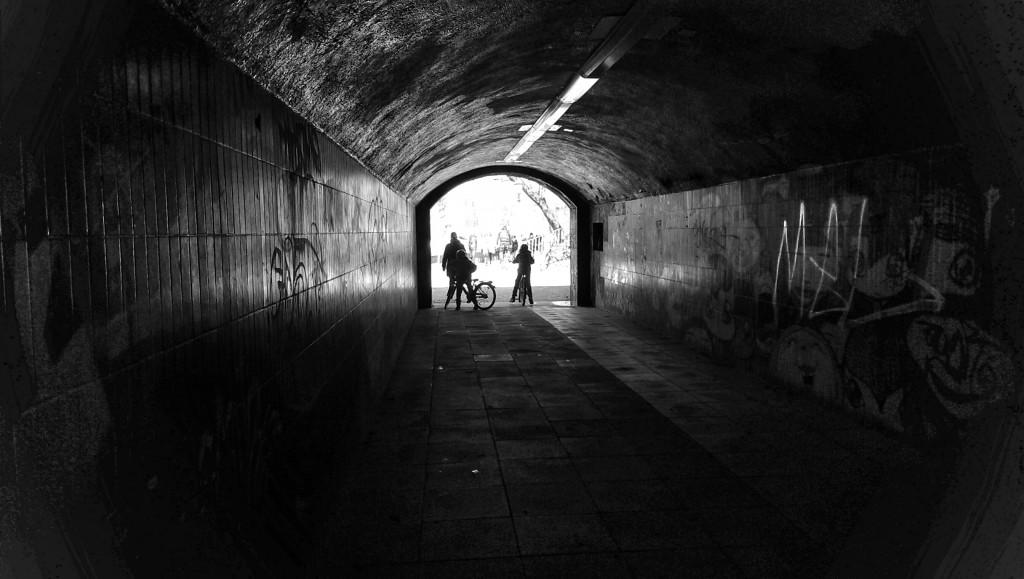 Licht am Ende des Tunnels.