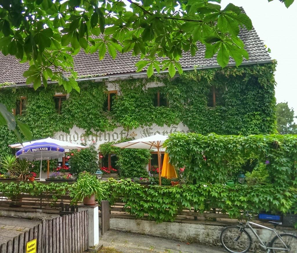Terrasse und Eingang des Landgasthof Forster in Hörgersdorf