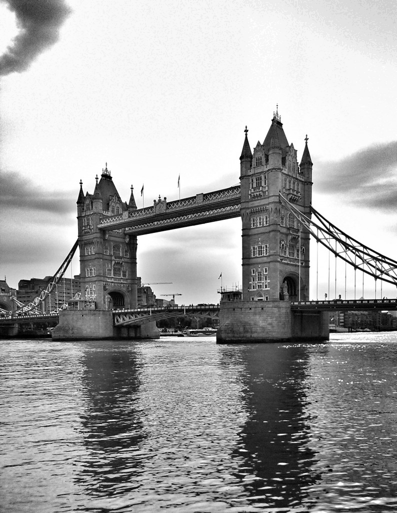 Tower Bridge von Bankside aus gesehen.