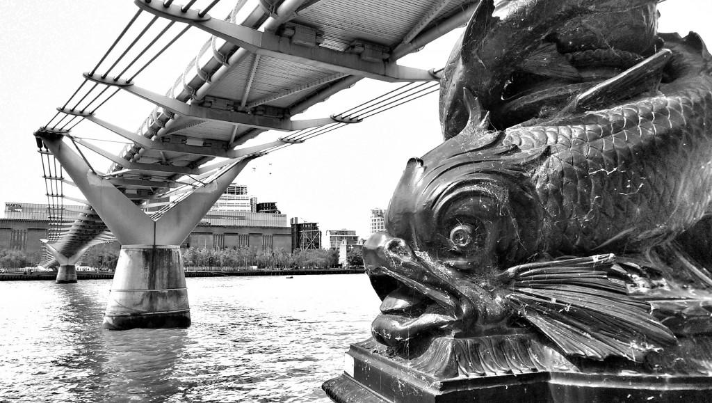 Blick unter der Milleniums Bridge durch.