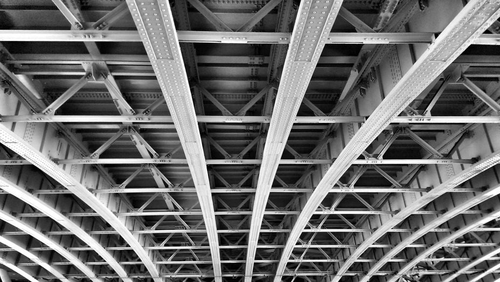 Blicke vom Uferweg: unterhalb der Blackfriars Bridge.