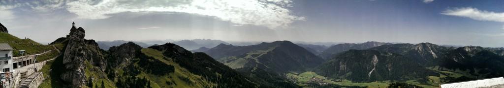 Blick auf das Sudelfeld und Bayrischzell im Tal