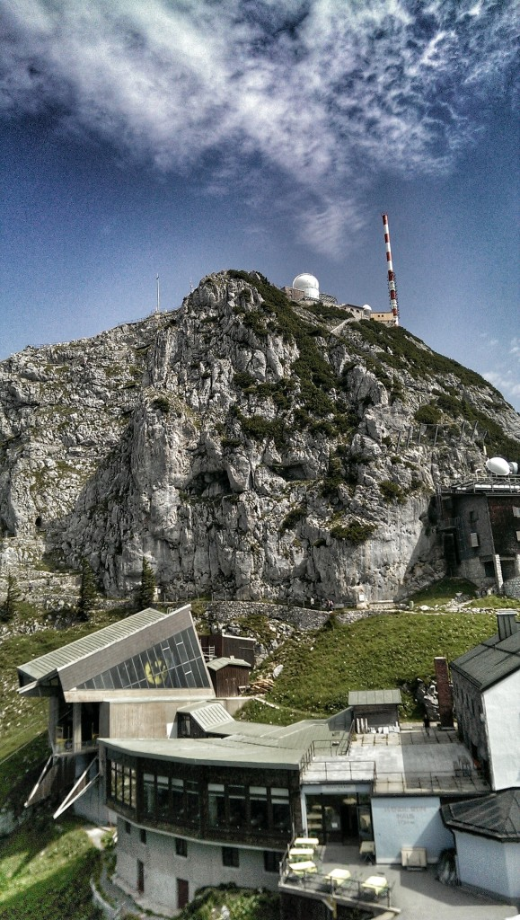 Gesamtansicht vom Gachen Blick aus: Gipfel und Haus
