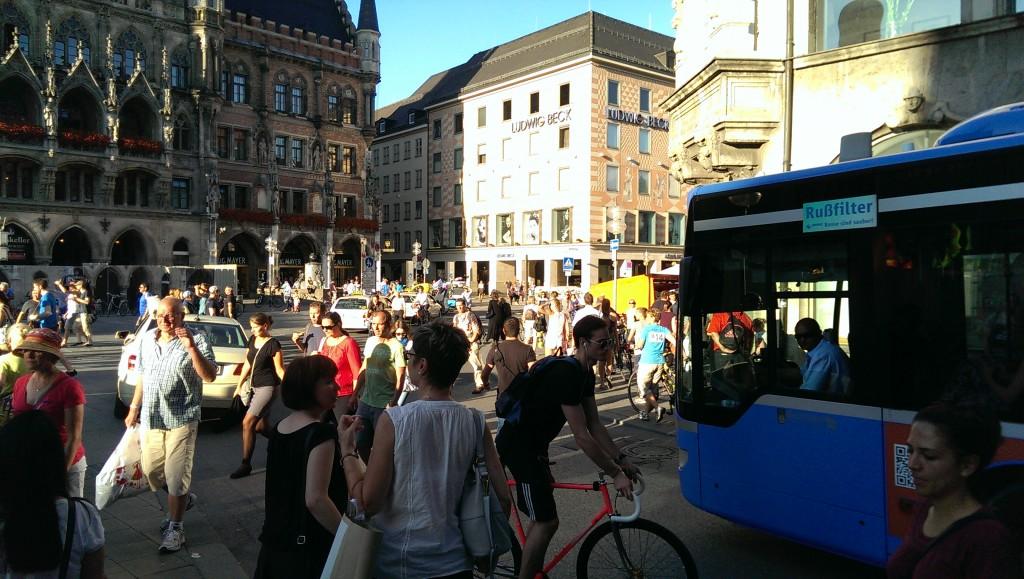 Marienplatz: Nix halbes und nix ganzes führt zu Chaos für alle.