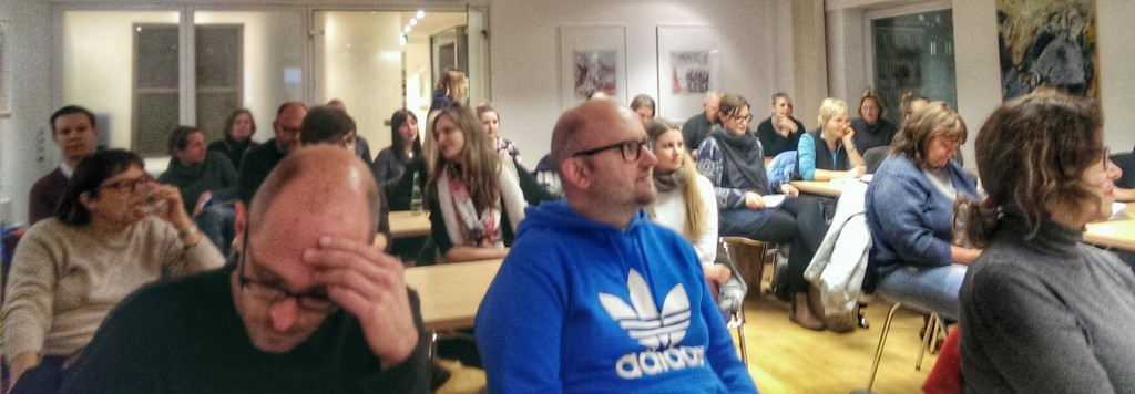 Bloggerstammtisch München: ca. 40 Blogger folgen gespannt den Trendprognosen des Podiums