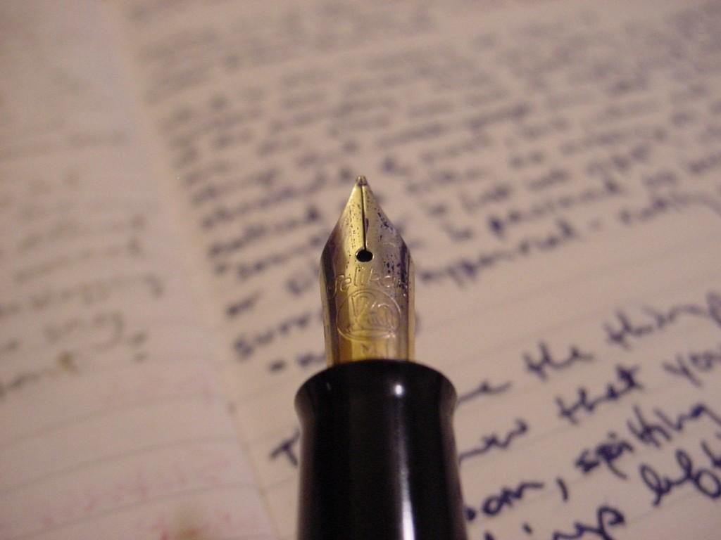 Edelfeder: Lösen einzelne Publizisten die Medienmarken im Internet ab? (Foto: Fred Guillory: Pen and Ink via Flickr CC BY-SA 2.0)