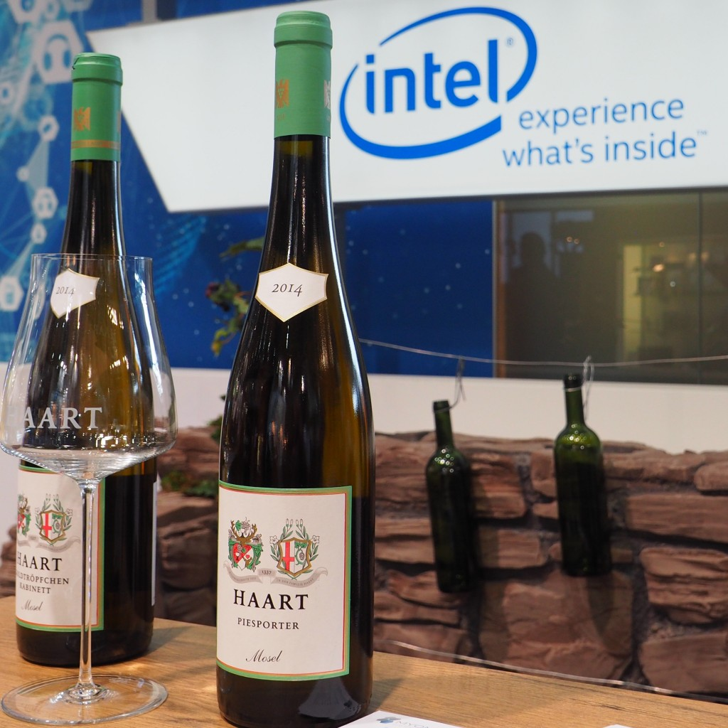 Keine Sorge in der Flasche ist Wein inside, Intel war hier outside dabei, beim Internet der Dinge im Weinberg. (Weinbergspflege Sensorengesteuert kurz gesagt.)