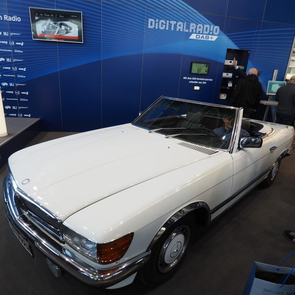 Da habe ich Sascha Pallenberg doch unrecht getan: Einen Benz gabs auf der CeBIT. Ausgerechnet bei der ARD, die nicht einsehen wollen, dass im Zeitalter von Navis und Smartphones Staumeldungen Relikte (oder schöne Erinnerungen) an die Vergangenheit sind.