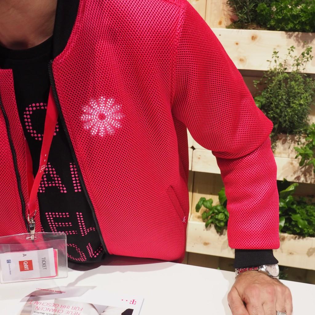 Muss man solche Jacken tragen, wenn man bei der Telekom den Karrierestein erklimmen will #gehtgarnicht