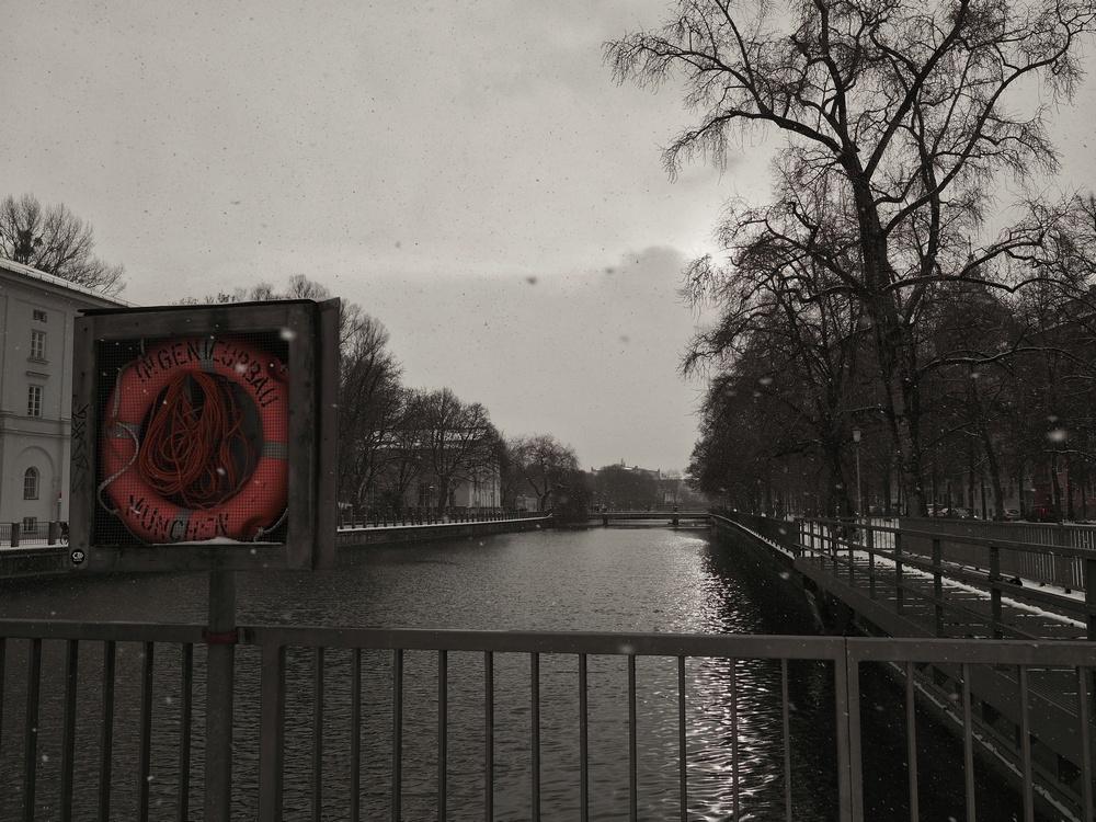 München: Ein Schneesturm zieht auf, Blick von der Mariannenbrücke.