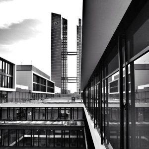 Blick von der Microsoft Dachterrasse auf das Watson-Center von IBM in den Highlight Towers.