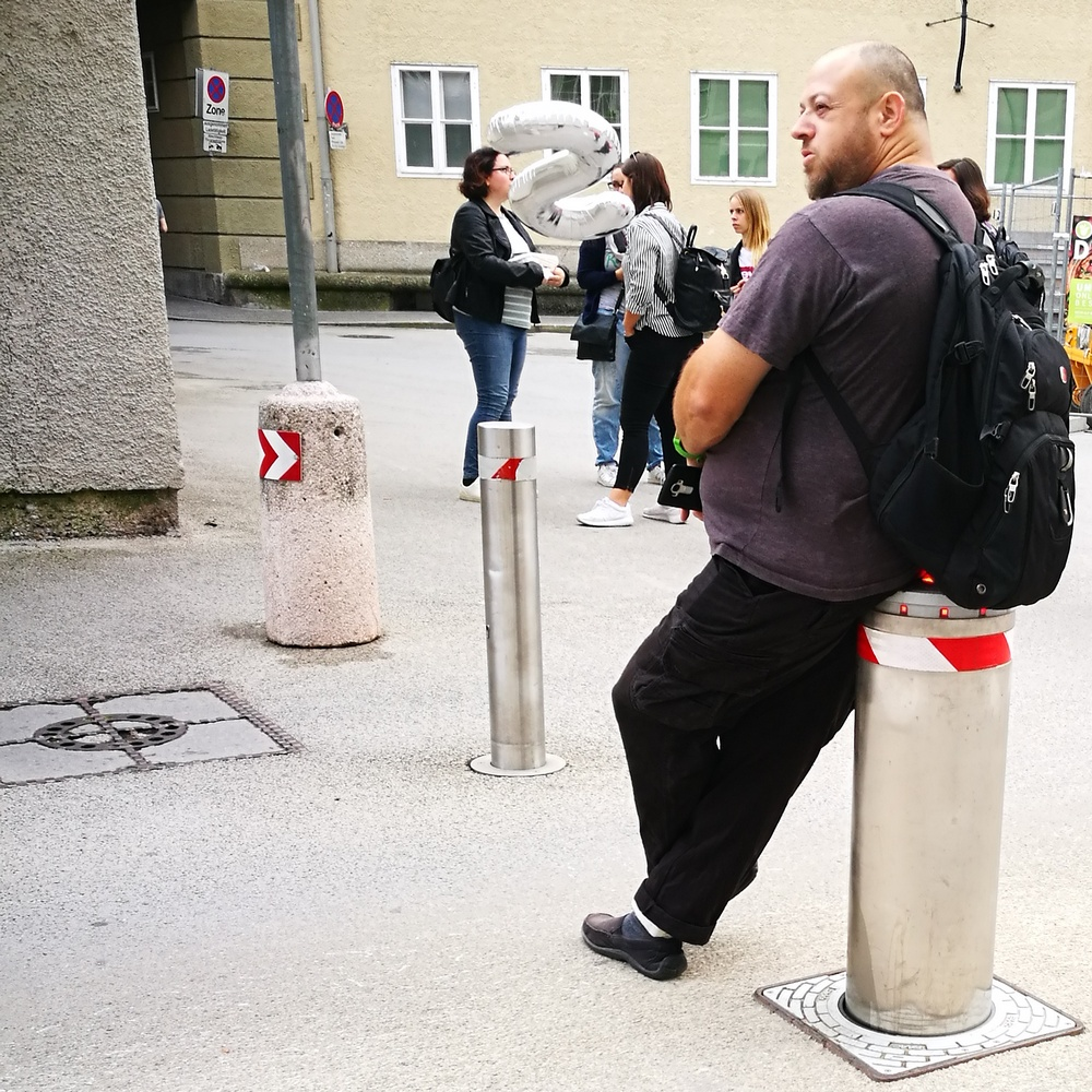 Salt and the City: Instawalk am Freitag. Mit Siemens Österreich durch die Altstadt. Im Bild: Fremdnutzung eines Siemens Pollers.