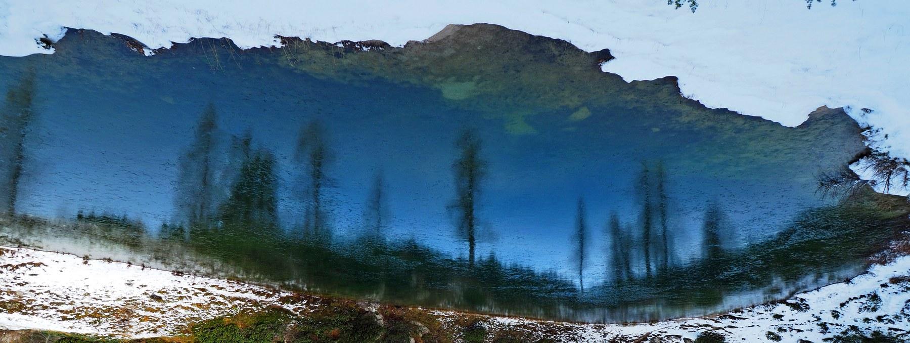 Einfach umdrehen: See auf dem Kopf. Tauplitzalm, Steiermark, Österreich.