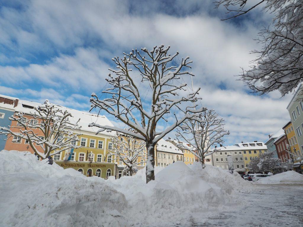 Naturfunpark Stadtplatz Traunstein: ideales Gelände für Poporutscher und um den ersten vielen Schnee von den Straßen der Innenstadt zu beseitigen.