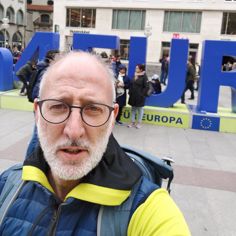 Selfie-Point #munich4Europe auf dem Münchener Marieplatz erinnert auch Touristen an #gehtwählen