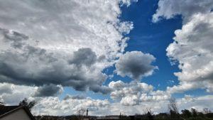 Dunkle Wolken über meinem Smartphone
