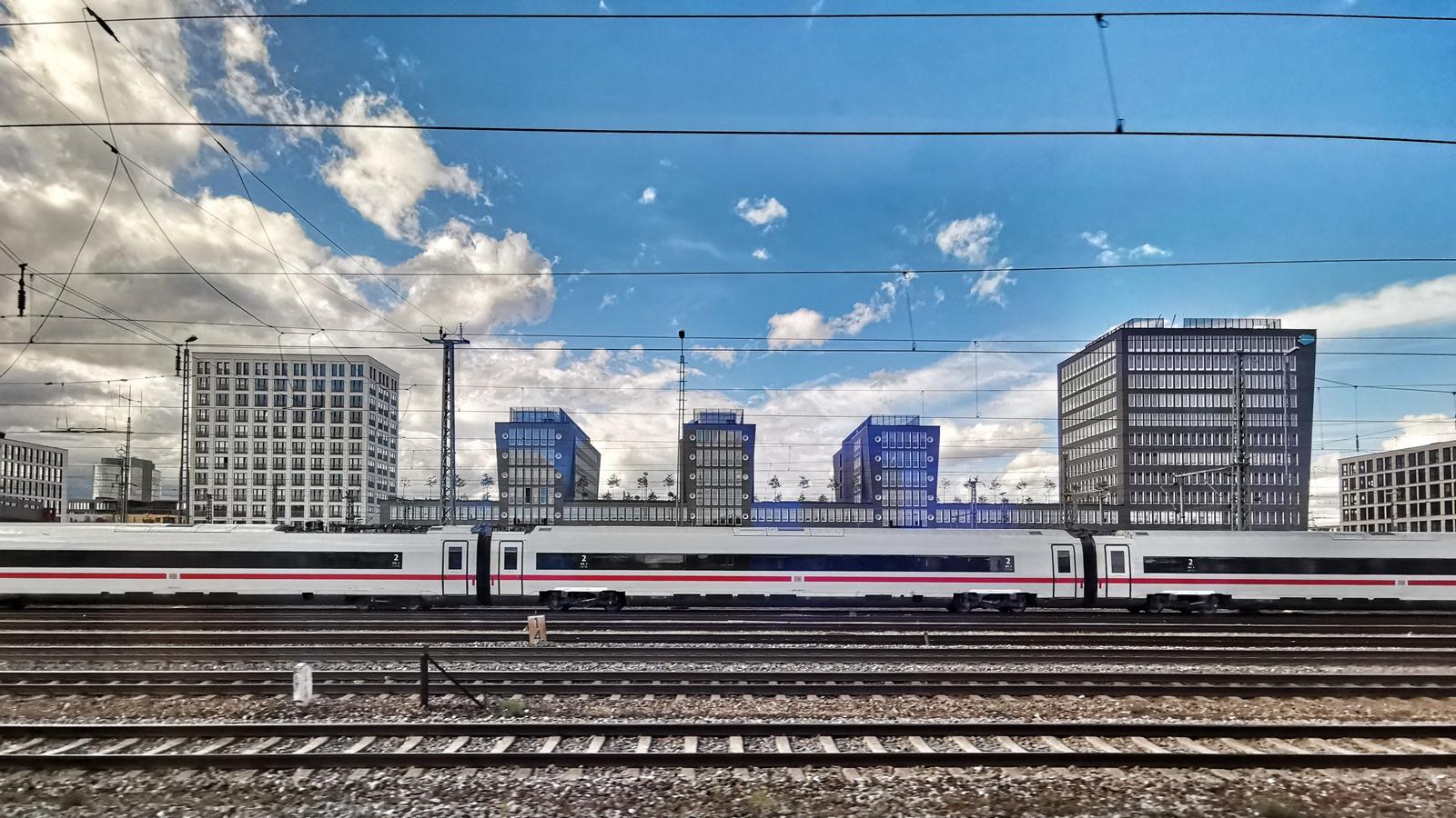 Mit dem Superweitwinkel im Huawei Mate 20 Pro: Ausfahrt aus München