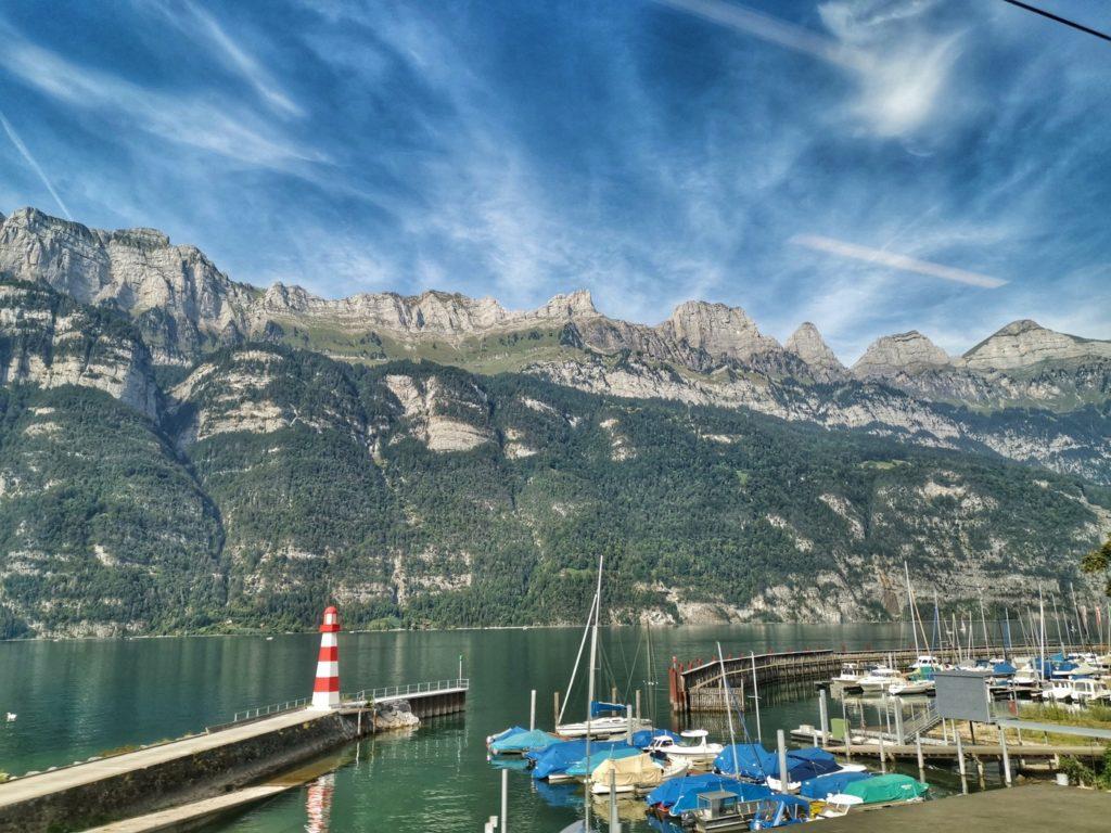 Der Walensee in der Schweiz: eine mir unbekannte Urlaubsidylle vom Zug aus gesehen.